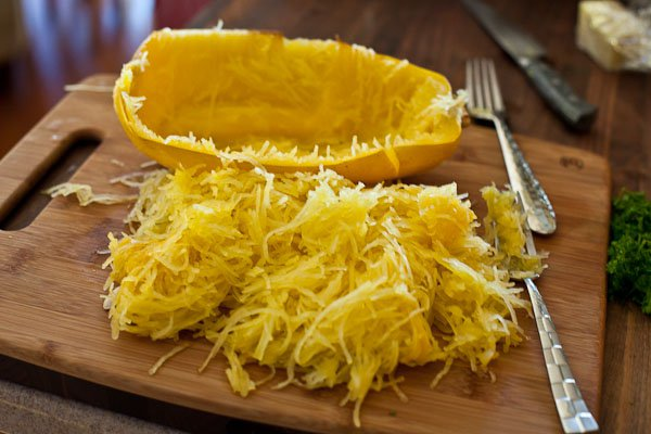 baked-spaghetti-squash-garlic-butter-4575